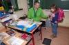 AOK prüfte Gewicht der Schulranzen in der  Grundschule Nietleben
